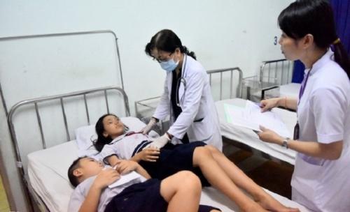 Học sinh Trường tiểu học Trần Quang Khải (quận 1) bị ngộ độc tập thể. Ảnh: Zing.vn