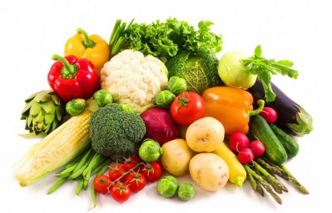 Không nên lựa chọn những loại rau trái mùa. Ảnh: minh họa
