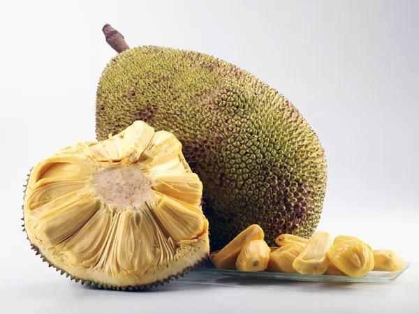 Nhằm tăng lợi nhuận, nhiều người đã dùng hóa chất để ép hoa quả chín.