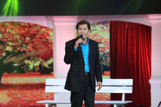Quang Bìnhcùng em gái ruột là ca sĩ Phương Giao cover ca khúcTúp lều lý tưởng.