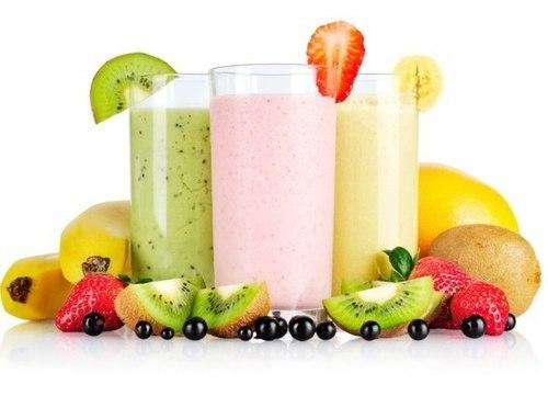 Không ai có thể biết, những cốc sinh tố thơm ngon có thể làm từ hoa quả dập, hỏng..... Ảnh: minh họa