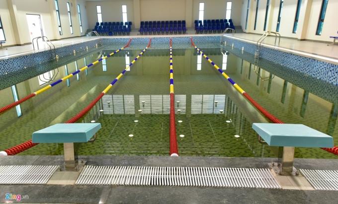 Bể bơi trong nhà với 5 đường bơi.