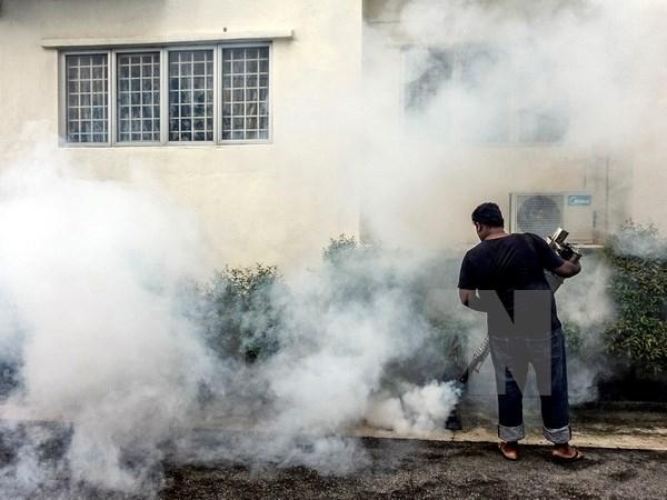 Phun thuốc khử trùng nhằm ngăn chặn sự lây lan của virus Zika tại Kuala Lumpur, Malaysia. Nguồn: EPA/TTXVN