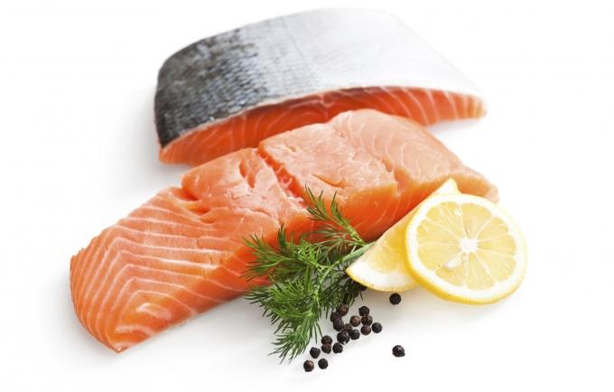 Cá hồi là một trong những loại thực phẩm giúptăng cường sinh lý. Ảnh: minh họa