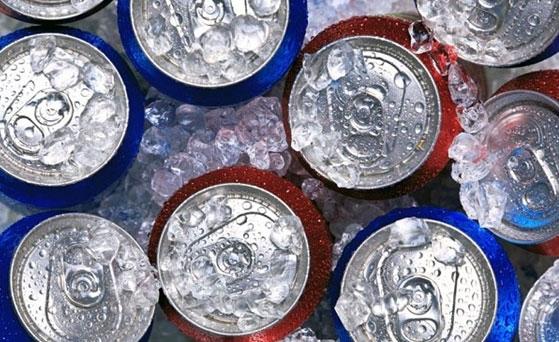 Với các loại nước ngọt, nước khoáng, ngời dùng nên bảo quản trong nhiệt độ từ 3.3oC - 5.5oC. Ảnh: minh họa