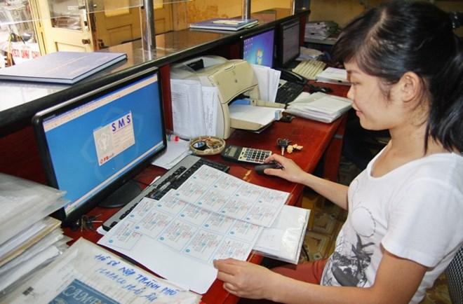 CHính phủ yêu cầu Bảo hiểm xã hội Việt Namnghiên cứu cấp thẻ bảo hiểm y tế điện tử. Ảnh: PV/Vietnam+