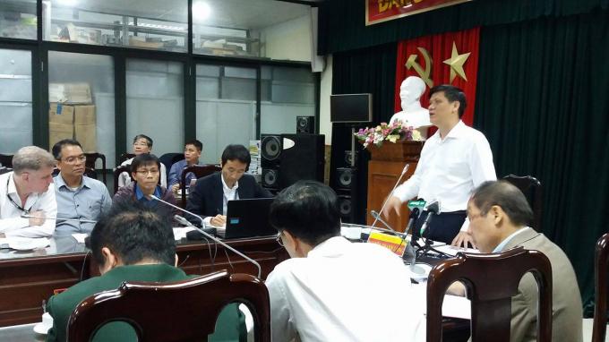 Thứ trưởng Bộ Y tế: Nguyễn Thanh Long phát biểu tại cuộc họp khẩn chiều tối ngày 20/2. Ảnh: Thanh Loan/Sức khỏe đời sống.