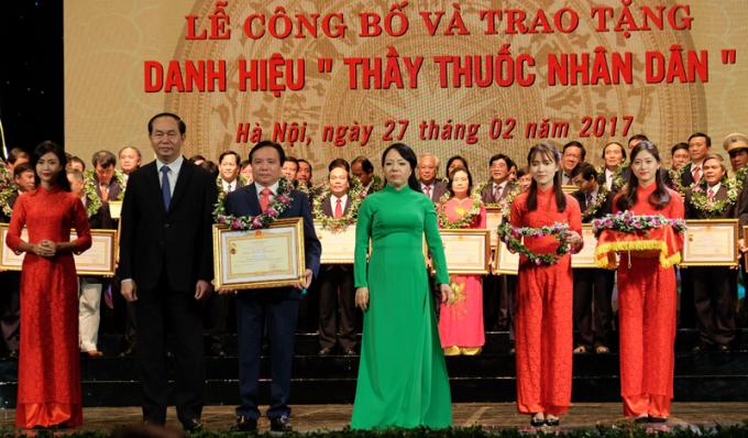 Tại buổi lễ, 134 thầy thuốc đã được trao tặng danh hiệu Thầy thuốc Nhân dân. Ảnh: Sức khỏe đời sống.