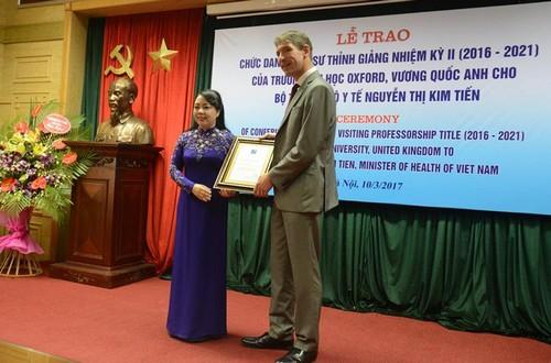 Bộ trưởng Y tế Nguyễn Thị Kim Tiến được trao chức danh Giáo sư thỉnh giảng tại Đại học Oxford. Ảnh:T.D.