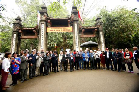 Sử sách còn ghi lại, năm 1632, vào đời vua Lê Thần Tông, chùa xây dựng thượng điện 3 gian và hậu cung cùng hành lang 20 gian.