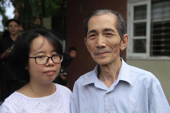 Thầy Đoàn Ngọc Tọa và chị Lê Thùy Dương chia sẻ những câu chuyện đáng nhớ về thầy Văn Như Cương.