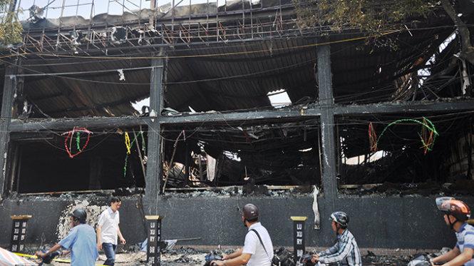 Vụ cháy kinh hoàng tại quán Bar LUXURY vào tháng 09/2014