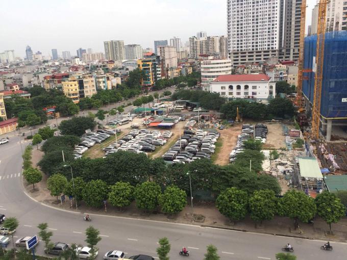 Hàng trăm chiếc xe được trông giữ tại dự án 299 Trung Kính