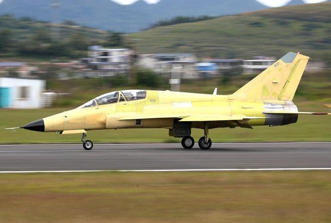Tiêm kích tấn công FTC-2000G tại sân bay Thuận An thuộc tỉnh Quý Châu.