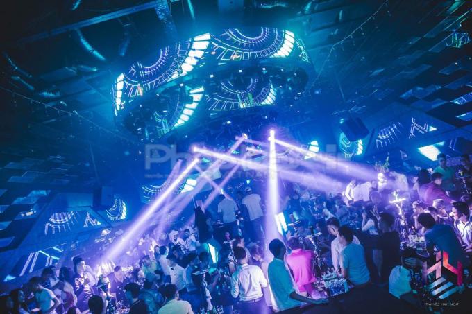 Hoạt động kinh doanh quá giờ hàng đêm của Bar Hey Club gây bức xúc dư luận mà lực lượng chức năng chưa thể xử lý triệt để.