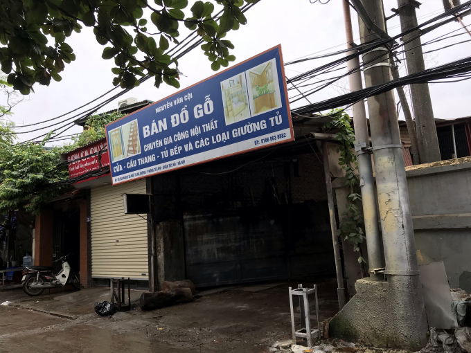 Người dân sinh sống tại tổ dân phố số 1, phường Tứ Liên, HN bị xưởng gỗ có tên Nguyễn Văn Cội địa chỉ tại số 25A ngách 35 ngõ 76 phố An Dương bức tử vì mùi sơn xịt, bịu gỗ lẫn tiếng ồn