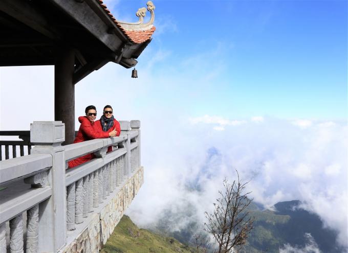 Đã lâu lắm, cả hai anh em mới có cơ hội được thư thái giữa khung cảnh thần tiên nửa hư nửa thực giữa lưng chừng mây núi, ở nơi đỉnh cao Tây Bắc.