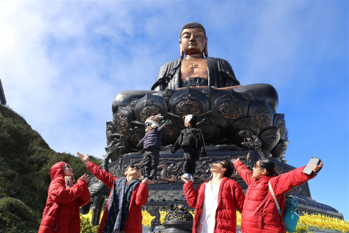 Cảm xúc thật bình yên, nhỏ bé, khi được cùng cả gia đình đứng dưới chân Đại tượng Phật A Di Đà cao kỉ lục và biểu diễn cùng hai thiên thần bé nhỏ - Quốc Cơ, Quốc Nghiệp của tương lai.