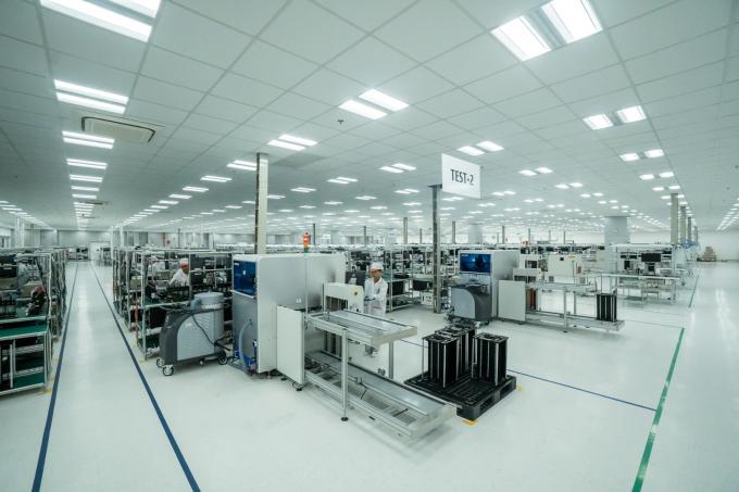 Nhà máy VinSmart được xây dựng trong khu tổ hợp sản xuất Đình Vũ (Cát Hải, Hải Phòng). Công suất lên tới 5 triệu máy/năm với các sản phẩm điện tử tiêu dùng như điện thoại di động, các thiết bị kết nối Internet Of Things - iOT, máy tính xách tay. Toàn bộ nhà xưởng được thiết kế và thi công theo tiêu chuẩn quốc tế IPC-A-610 - tiêu chuẩn quốc tế dành cho các nhà máy sản xuất sản phẩm điện tử