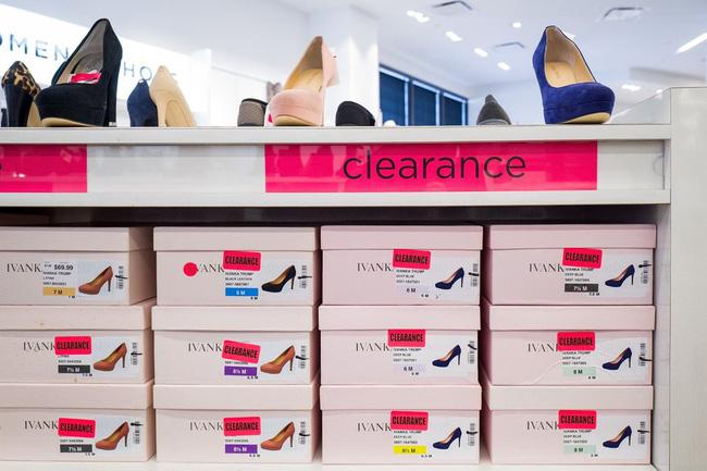 Tháng 7/2018, Ivanka tuyên bố ngừng kinh doanh thương hiệu thời trang 7 năm tuổi để tập trung vào công việc tại Washington. Trước đó, thương hiệu này đã bị nhiều hãng bán lẻ lớn