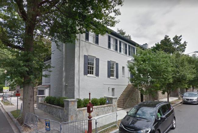 Ivanka và Jared hiện đang thuê một căn nhà rộng 650 m2 tại khu Kalorama, phía tây bắc Washington, DC với giá 15.000 USD mỗi tháng.