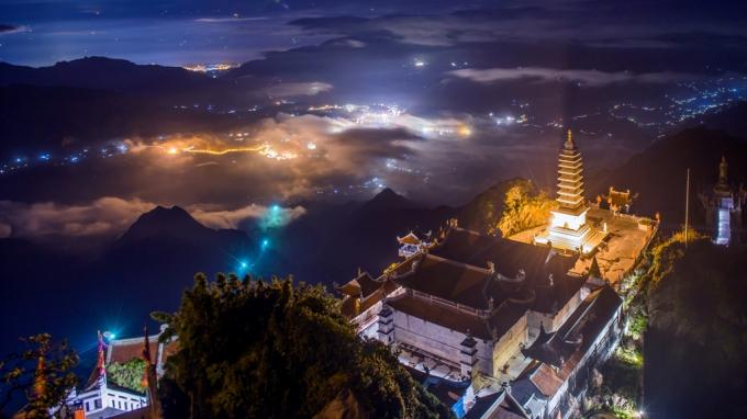 Ánh sáng đèn điện, biểu tượng của văn minh vĩnh hằng trên đỉnh Fansipan