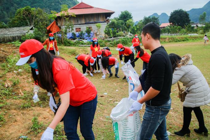 Hoạt động vệ sinh môi trường tại làng văn hóa du lịch cộng đồng Quỳnh Sơn