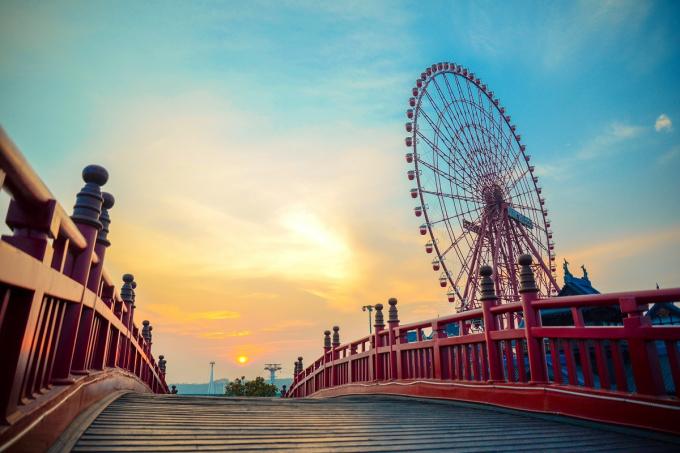 """Khuôn hình sống ảo """"kinh điển"""" trên cầu Koi của Vườn Nhật"""
