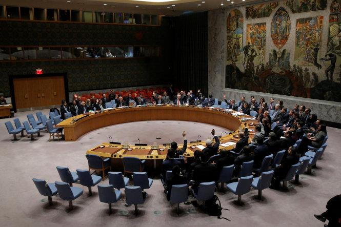 Hội đồng Bảo an Liên Hiệp Quốc trong một phiên họp biểu quyết về vấn đề Syria - Ảnh: Reuters