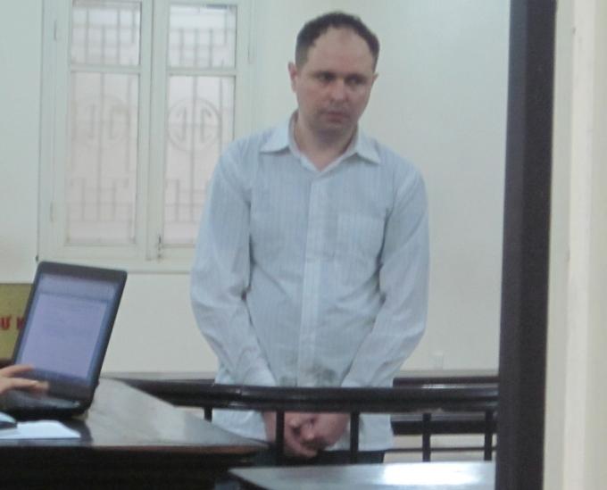 Serhiy mang quốc tịch Ukraina tại phiên tòa sáng nay (Ảnh: Duy Khương)