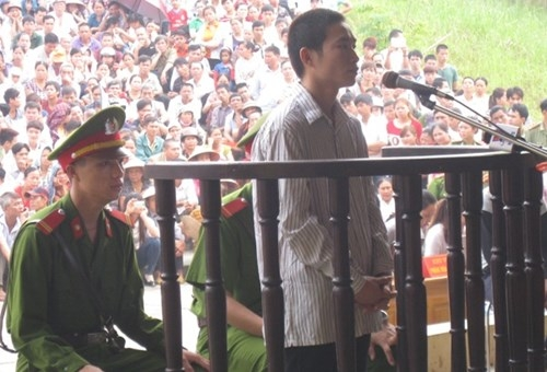 Đặng Văn Hùng nghe tòa tuyên án ngày 28/10