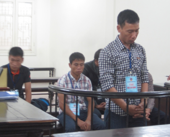 Các bị cáo trước vành móng ngựa trong phiên tòa ngày 23/11 (Ảnh: Duy Khương)