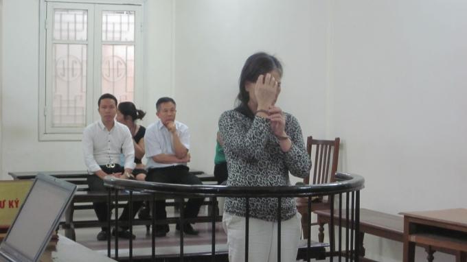 Tạ Thị Hợi trong phiên xét xử 23/11(Ảnh: Duy Khương)