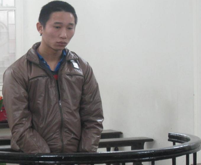 Nguyễn Đình Công trước vành móng ngựa.