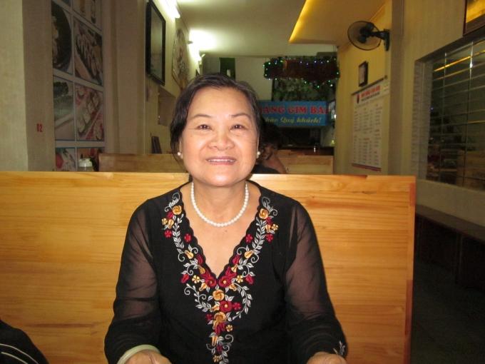 Bà Nguyễn Thị Liên kể lại cho PV những năm tháng gian nan, nhưng đầy tự hào của mình.