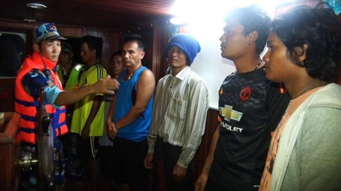 Cảnh sát biển Việt Nam đã tiến hành kiểm tra các tàu cá hoạt động trái phép.