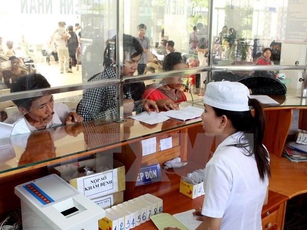 Thẻ bảo hiểm y tế (BHYT) đến ngày 30/6/2016 cho người thuộc 5 nhóm đối tượng đã được ngân sách Nhà nước đóng hoặc hỗ trợ mức đóng. (Ảnh: Dương Ngọc/TTXVN).