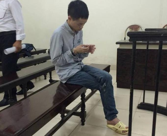 Bị cáo Tuấn trước vành móng ngựa trong phiên xét xử sơ thẩm sáng nay