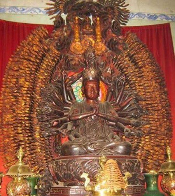 Tượng Quán Thế Âm tôn thờ tại chùa Mễ Sở (huyện Văn Giang - Hưng Yên) có 1.113 tay và 1.113 mắt bị mất cắp.