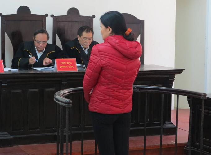 Bị cáo trước vành móng ngựa trong phiên xét xử phúc thẩm.