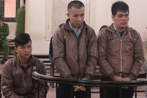 Các bị cáo trước vành móng ngựa tại phiên xử sơ thẩm lần 2.