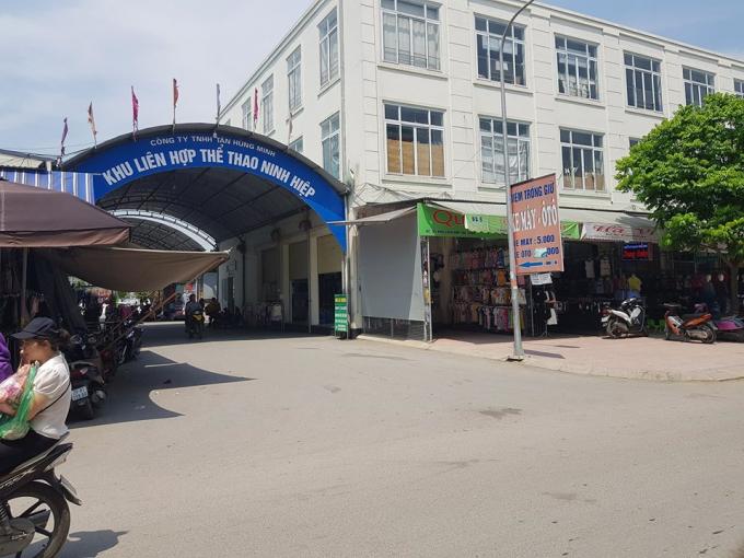 Công ty Tân Hùng Minh 'hô biến' Trung tâm thể thao để cho thuê ki-ốt bán hàng với giá tiền tỷ.