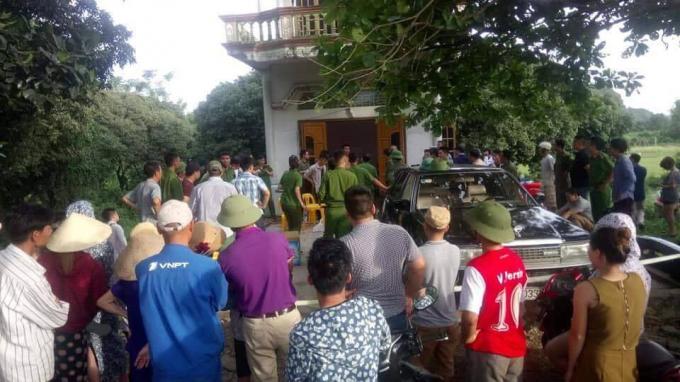 Lực lượng công an huyện Lạc Thủy (Hòa Bình) đã phối với chính quyền địa phương vây bắt một nghi phạm mang nhiều ma túy ở trong nhà.