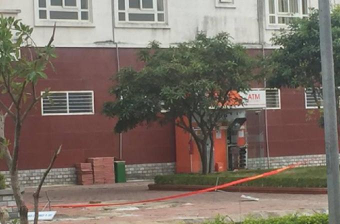 Cây ATM bị phong tỏa để phục vụ công tác điều tra.