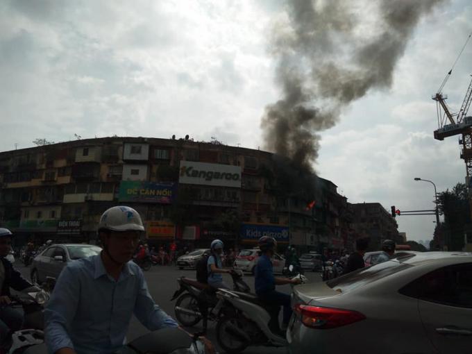 Vụ cháy lớn khiến nhiều người dân vô cùng hoảng hốt.