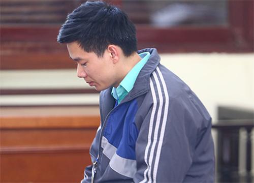 Bị cáo Hoàng Công Lương tỏ ra khá mệt mỏi.