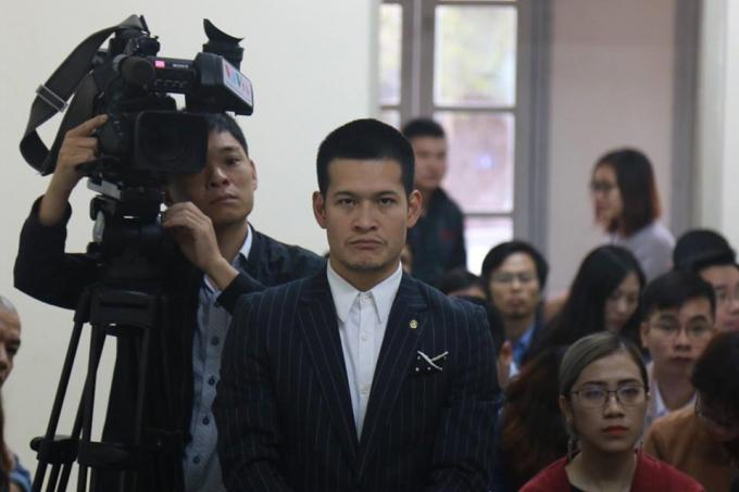 Đạo diễn Việt Tú trong phiên tòa.