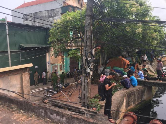 Hiện trường vụ cháy nhà xưởng khiến 8 người chết và mất tích ở phường Trung Văn