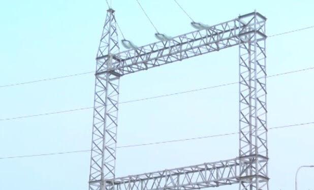 Tuyến đường điện 22KV qua xã Văn Tiến hơn 1 năm thi công vẫn