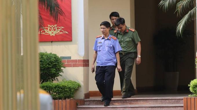 Cơ quan An ninh Điều tra, Công an tỉnh Phú Thọ đã tiến hành khởi tố bị can và thi hành lệnh bắt tạm giam đối với ông Đặng Anh Tuấn - Chánh thanh tra Bộ TTTT.